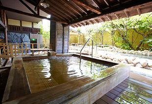 日式溪流露天浴槽